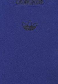 adidas Originals - 3 STRIPE TEE - T-shirts print - victory blue/black - 6