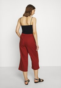 ONLY - ONLCARISA BIBS CULOTTE PANT  - Trousers - burnt henna - 2