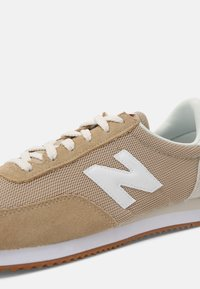 New Balance - 720 UNISEX - Sneakers - tan - 6