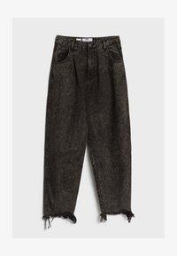 Bershka - MIT AUSGEFRANSTEM SAUM  - Straight leg jeans - grey - 4