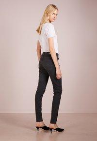 AG Jeans - FARRAH SKINNY - Jeans Skinny Fit - grey denim - 2