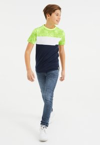 WE Fashion - MET COLOURBLOCK - Print T-shirt - yellow - 0