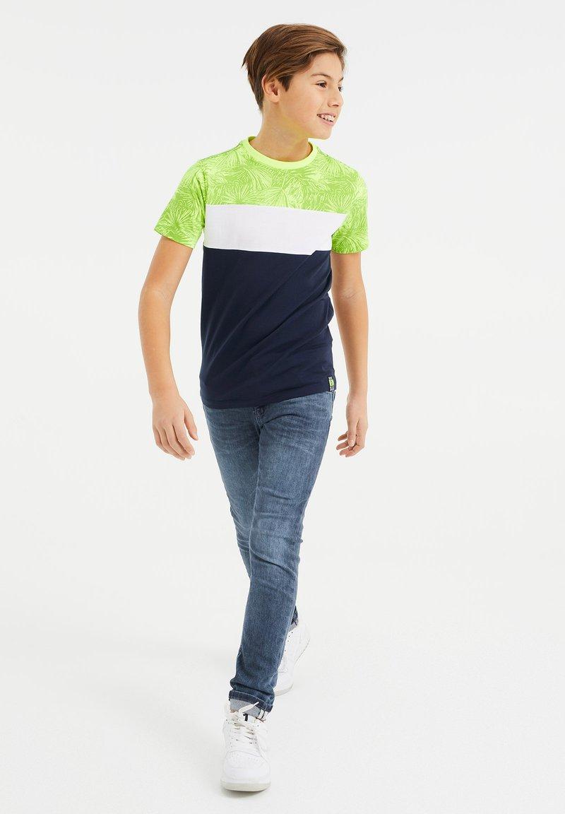 WE Fashion - MET COLOURBLOCK - Print T-shirt - yellow