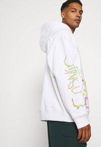 Weekday - YARROW HOODIE UNISEX  - Sweatshirt - white - 4