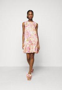 Versace Jeans Couture - LADY DRESS - Denní šaty - pink confetti - 0