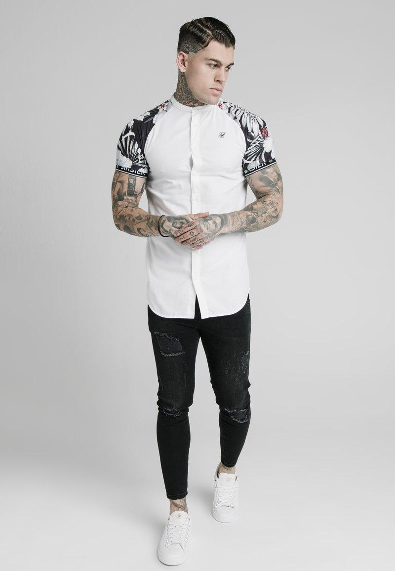 SIKSILK - Overhemd - white  floral