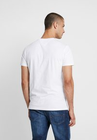 Tommy Jeans - SCRIPT LOGO TEE - Print T-shirt - classic white - 2