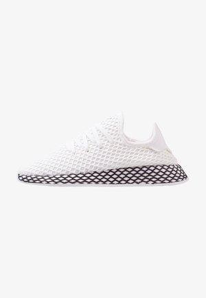 DEERUPT RUNNER - Sneaker low - footwear white/core black