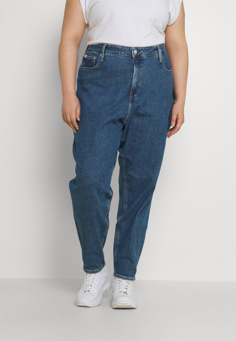 Calvin Klein Jeans Plus - MOM - Relaxed fit jeans - denim medium