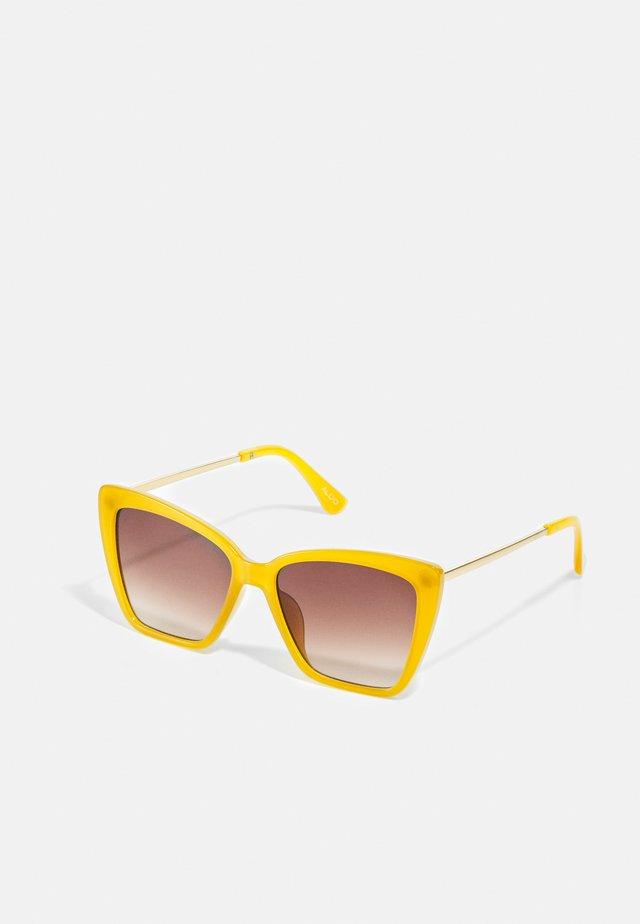 MIRIATHIEL - Okulary przeciwsłoneczne - dark yellow