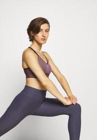 Under Armour - INFINITY MID BRA - Medium support sports bra - purple/black - 4