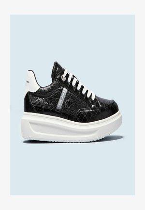 ABBEY ESSE - Sneakers laag - black