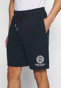 Abercrombie & Fitch - CREST TECH LOGO SHORT - Shorts - navy - 5