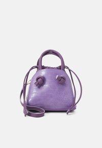 PCLAVENDA CROSS BODY KEY - Handbag - sheer lilac/gold-coloured