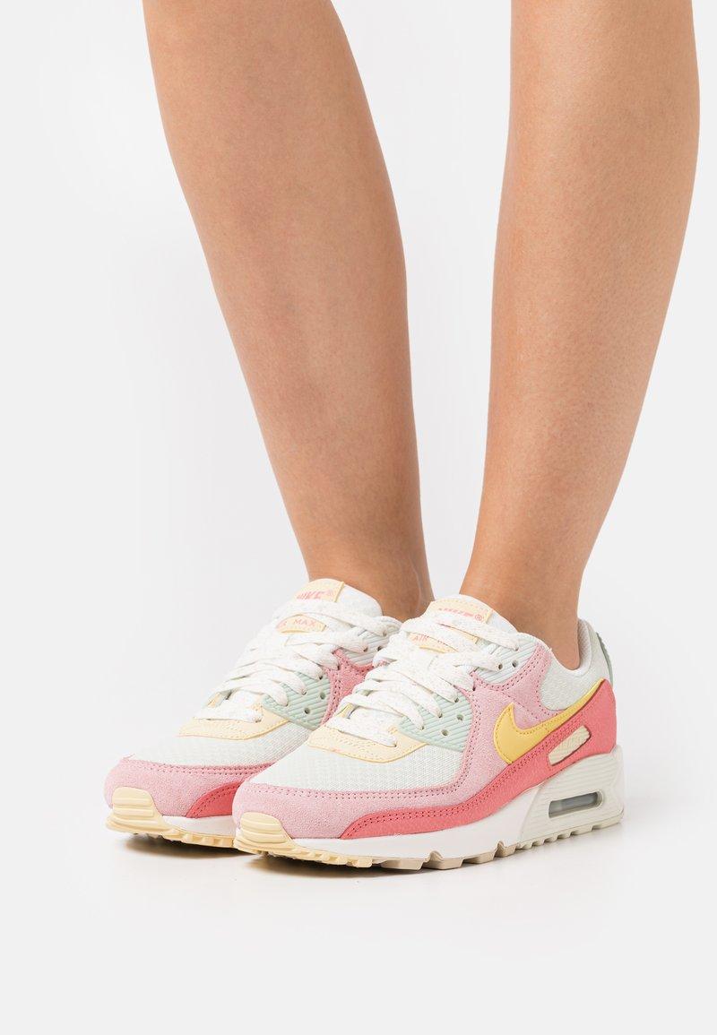 Nike Sportswear - AIR MAX 90 - Joggesko - sea glass/saturn gold/pink salt/seafoam