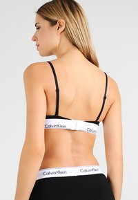 Calvin Klein Underwear - UNLINED - Triangle bra - black - 2