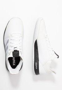 adidas Performance - DEFIANT BOUNCE 2 - Kengät kaikille alustoille - footwear white/core black - 1