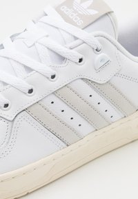 adidas Originals - RIVALRY SPORTS INSPIRED SHOES UNISEX - Trainers - footwear white/crystal white/offwhite - 5