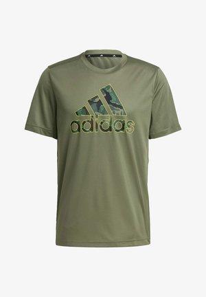 CAMOUFLAGE GT2 DESIGNED2MOVE PRIMEGREEN WORKOUT GRAPHIC T-SHIRT - Camiseta estampada - green