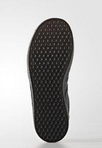 adidas Originals - GAZELLE - Trainers - core black - 4