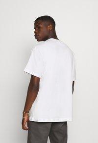 Weekday - T-shirt med print - white - 2