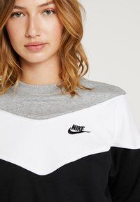 Nike Sportswear - Bluza - black/white - 5