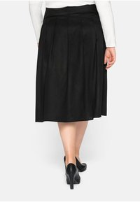 Sheego - Pleated skirt - schwarz - 2
