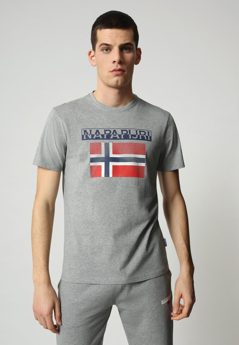 Napapijri - S-SURF FLAG - Print T-shirt - medium grey melange