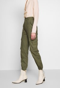 Missguided - DRAWCORD CUFF TROUSER - Trousers - khaki - 0