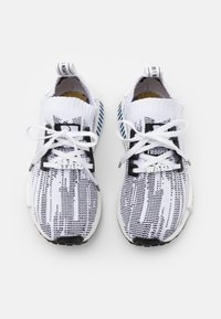 adidas Originals - NMD_R1 BOOST PRIMEKNIT SPORTS INSPIRED SHOES UNISEX - Tenisky - footwear white/core black - 3