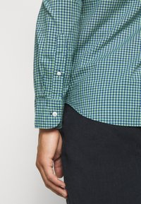 J.CREW - CLASSIC PARKER GINGHAM - Shirt - royal green - 5