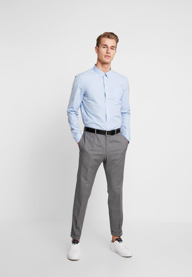 Pier One - 2 PACK - Formal shirt - white/light blue