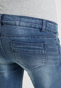 MAMALICIOUS - MLGOLDEN SLIM CAPRI - Denim shorts - light blue denim - 3