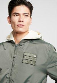 Alpha Industries - HOOD CUSTOM - Chaquetas bomber - vintage green - 7