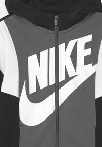 Nike Sportswear - CORE AMPLIFY - Sweatjakke /Træningstrøjer - black/iron grey/white - 2
