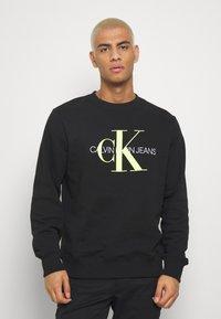 Calvin Klein Jeans - MONOGRAM CREW NECK - Felpa - black - 0