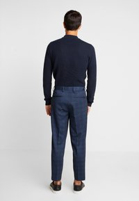 Selected Homme - SLHSLIMTAPERED NEWJERSEY CROP PANTS - Trousers - dark navy - 2