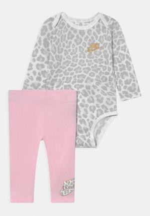 LEOPARD PANT SET - Leggings - Trousers - pink foam