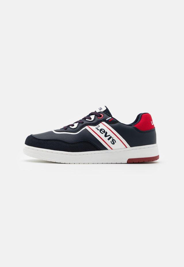 IRVING - Sneakersy niskie - navy/red