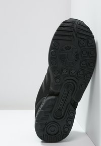 adidas Originals - ZX FLUX  - Tenisky - core black - 4