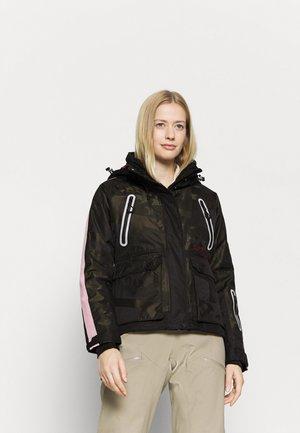 FREESTYLE CARGO JACKET - Ski jacket - camo