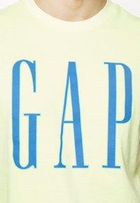 GAP - LOGO - Print T-shirt - wild lime - 4