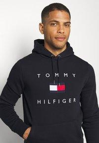 Tommy Hilfiger - FLAG HOODY - Sweat à capuche - blue - 3