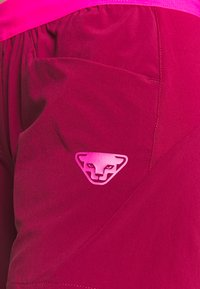 Dynafit - TRANSALPER HYBRID SHORTS - Pantaloncini sportivi - beet red - 5