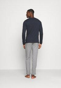 Marc O'Polo - LOUNGESET CREW NECK - Pyjamas - blue - 2