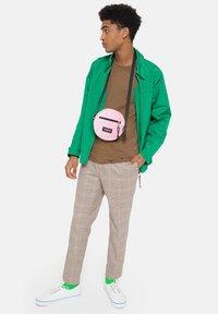 Eastpak - ADA - Across body bag - velvet pink - 1