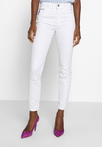 TOM TAILOR - KATE - Slim fit jeans - white - 0