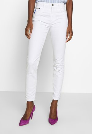 KATE - Jeansy Slim Fit - white