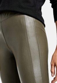 Gerry Weber - Pantalon en cuir - khaki - 2