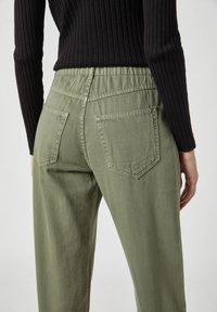 PULL&BEAR - Relaxed fit jeans - mottled dark green - 4